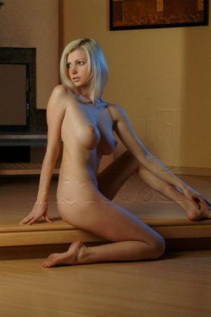 Isalis escort girl
